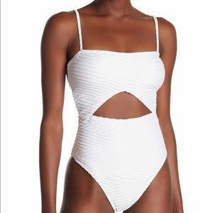 White one piece bathinsuit